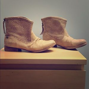 Tan Roxy Ankle Boots